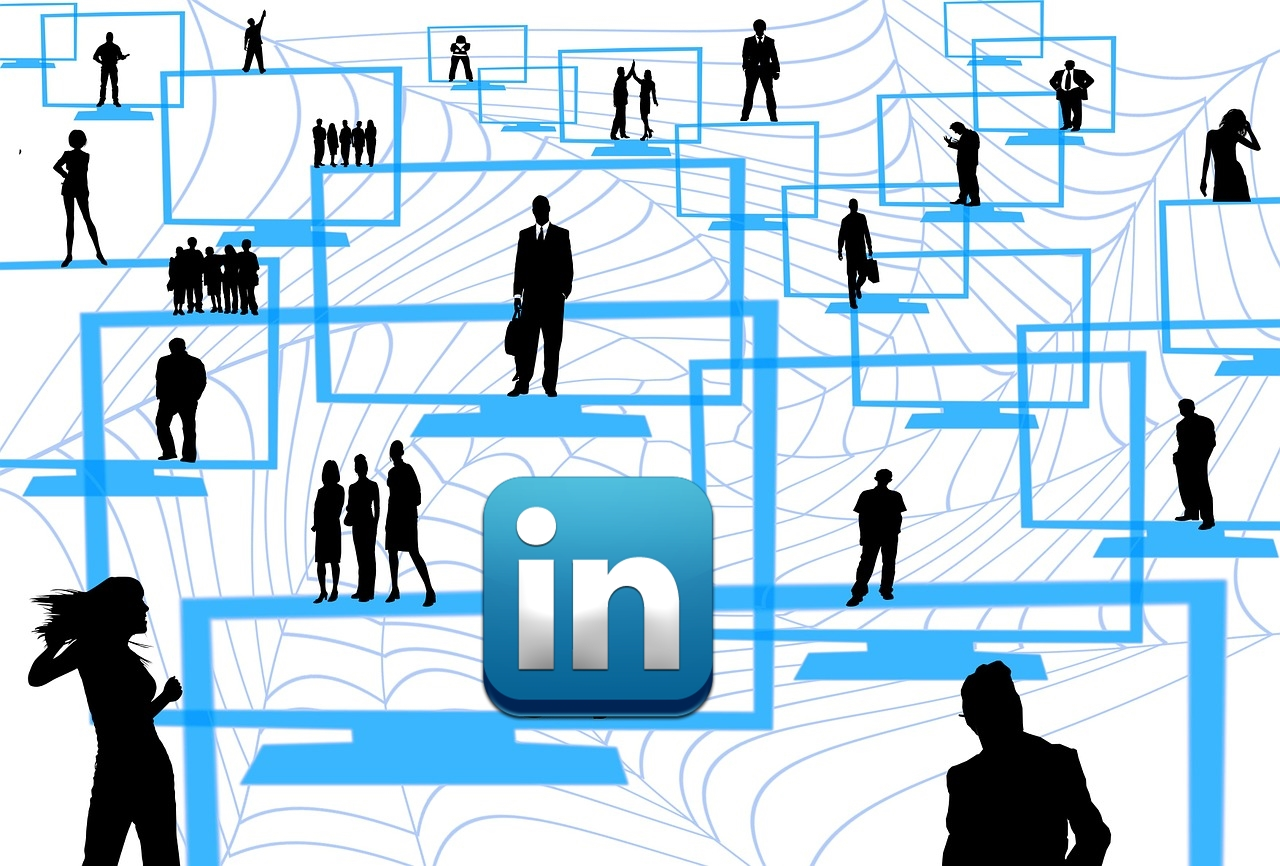 5 Advantages of Using LinkedIn to Boost Your Business